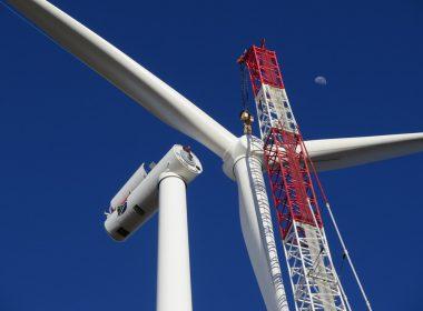Khobab Wind Farm Lifts First Wind Turbine